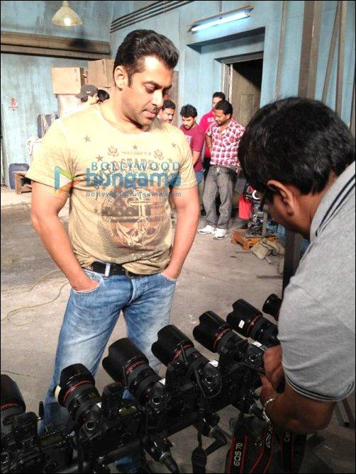 Check Out Salman on the sets of Ek Tha Tiger