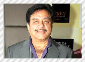 Shatrughan Sinha put under house curfew by Sonakshi