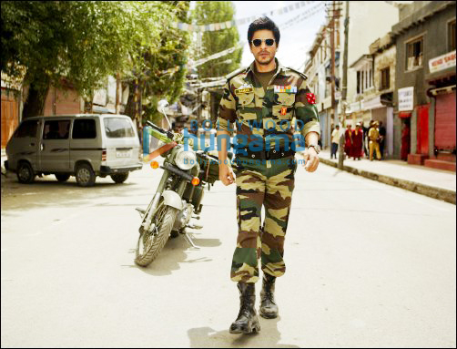 Check out SRK as army officer in Yash Chopras film