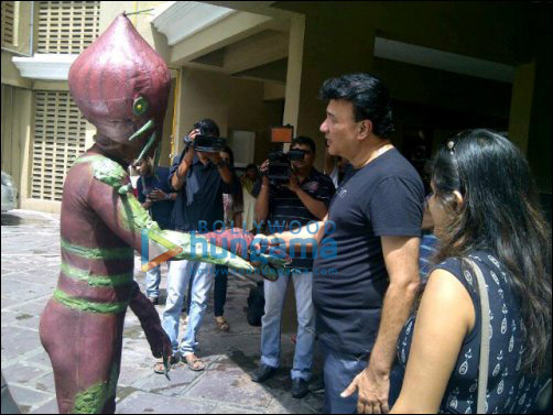 Aliens of Paglapur meet Anu Malik