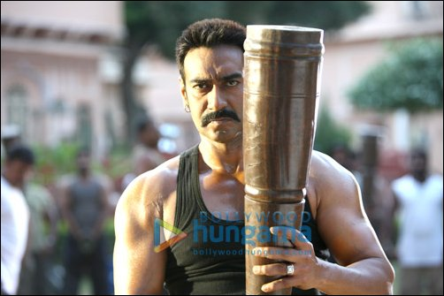 Ajay lifts ballam on sets of Bol Bachchan