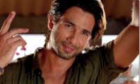 Javed recites shayaris to impress girls - Shahid Kapoor