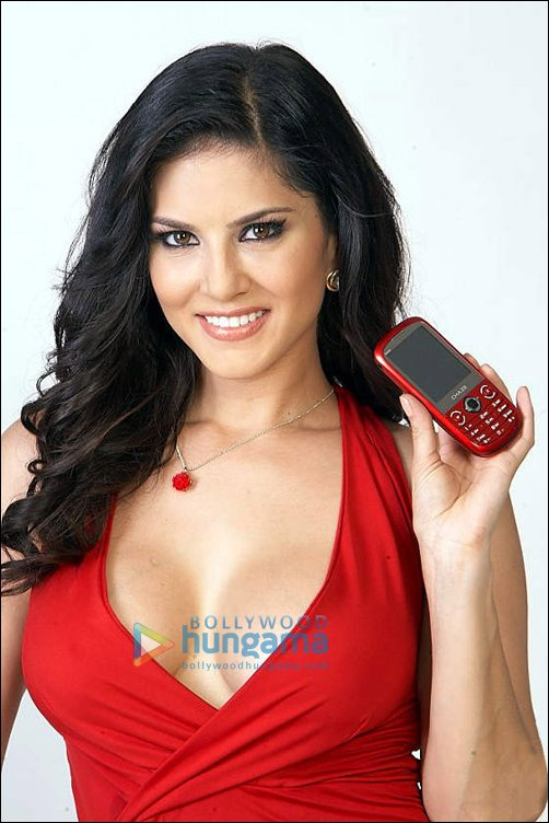 Sunny Leone poses with Chaze Mobile