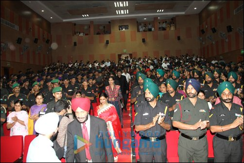 Special screening of Bhaag Milkha Bhaag held for Indian ...