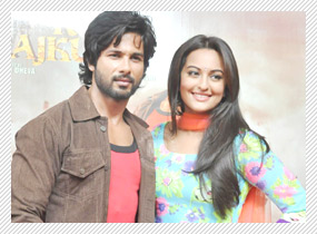 Saree Ke Fall Sa say Shahid and Sonakshi