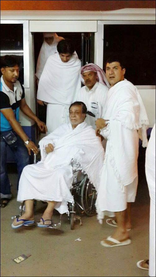 Kader Khan leaves for Mecca to perform HajKader Khan Wife