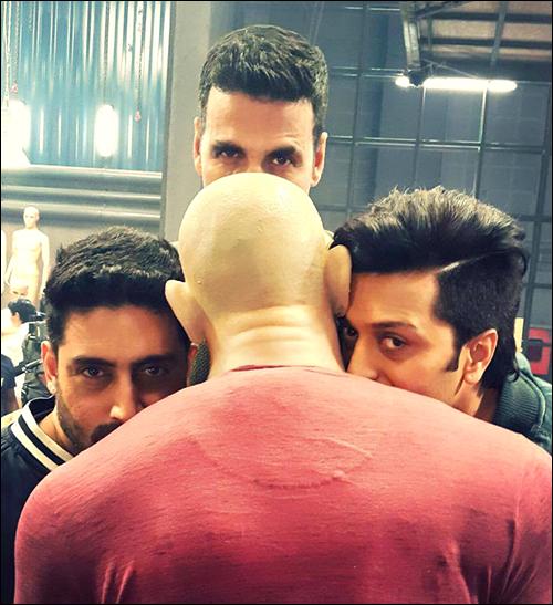 Akshay Kumar spoofs Deepika's Vin Diesel pic