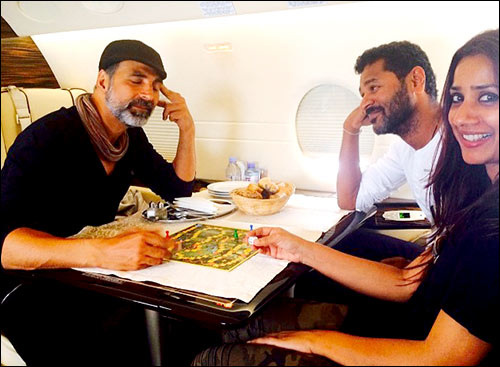 Check Out Akshay Kumar And Team Of Singh Is Bliing Fly To Cape Town  Bollyw