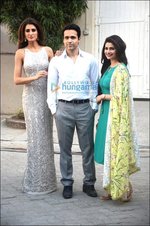 http://images.bollywoodhungama.com/img/feature/16/mar/emraanazar01.jpg