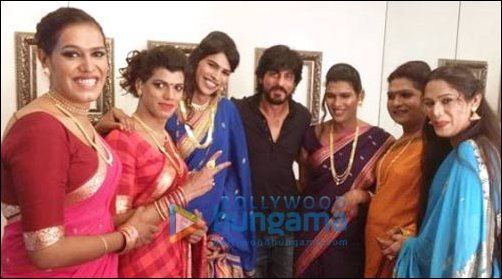 Shah Rukh Khans greenroom gate-crashed by Transgender Band