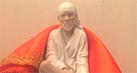 Check out: Lata Mangeshkar presents a Sai Baba idol to Rishi Kapoor