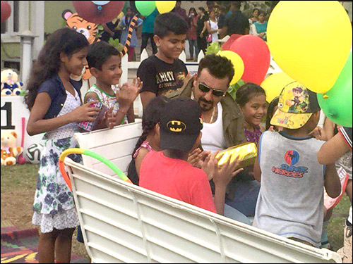 Check out Sanjay Dutt has gala time with kids at an ad shoot